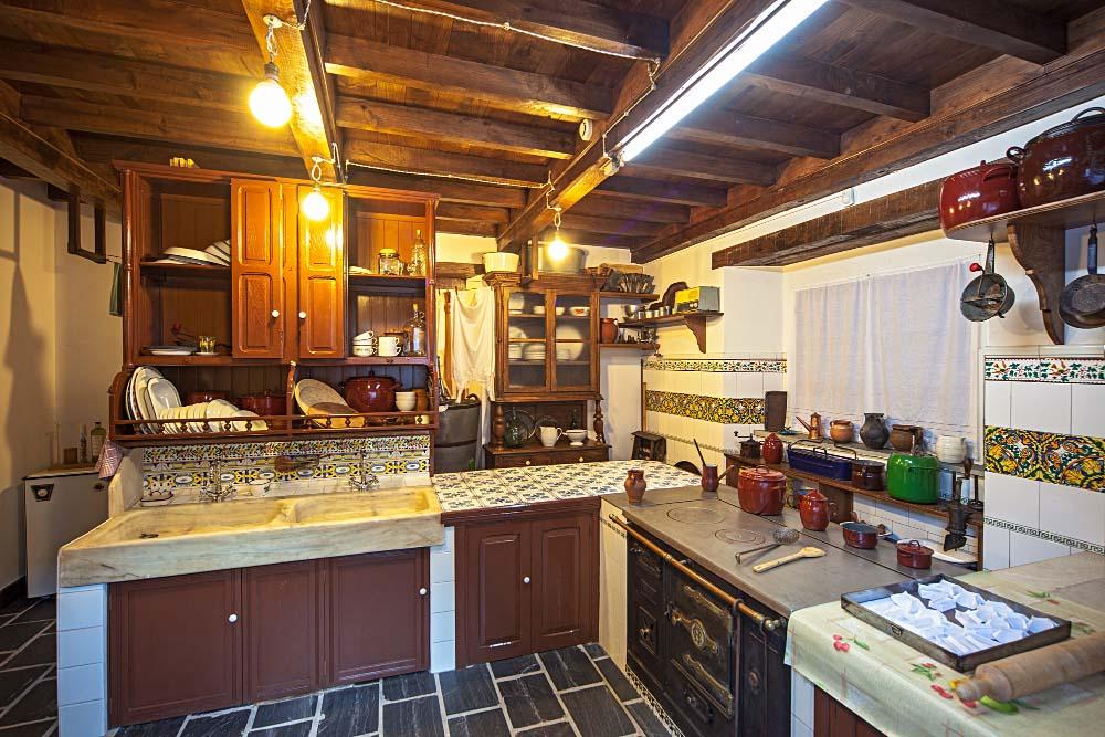 Cocina museo etnogr fico de grandas de salime for Cocinas de hierro antiguas